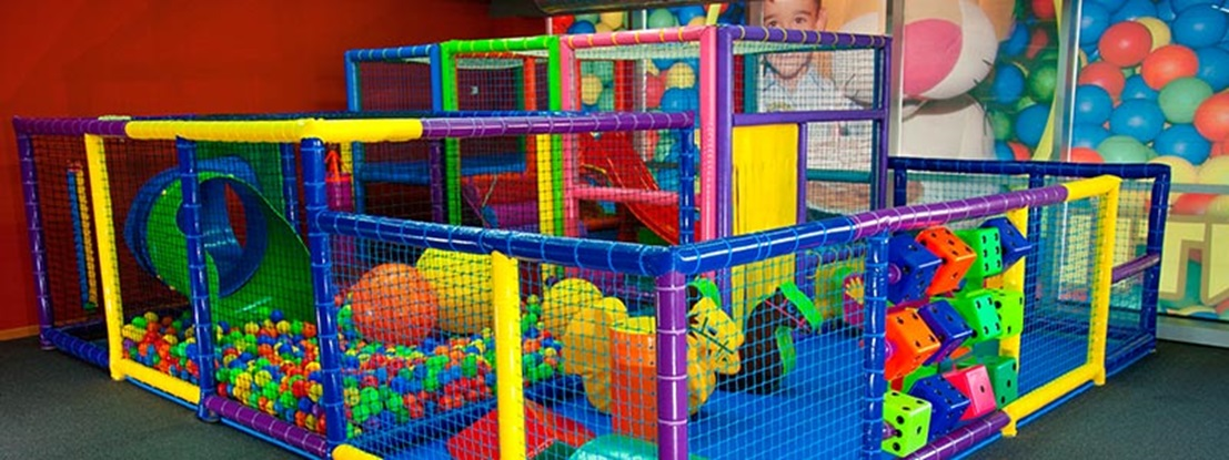 Parques infantiles areas de juego especiales for Bolas piscinas infantiles