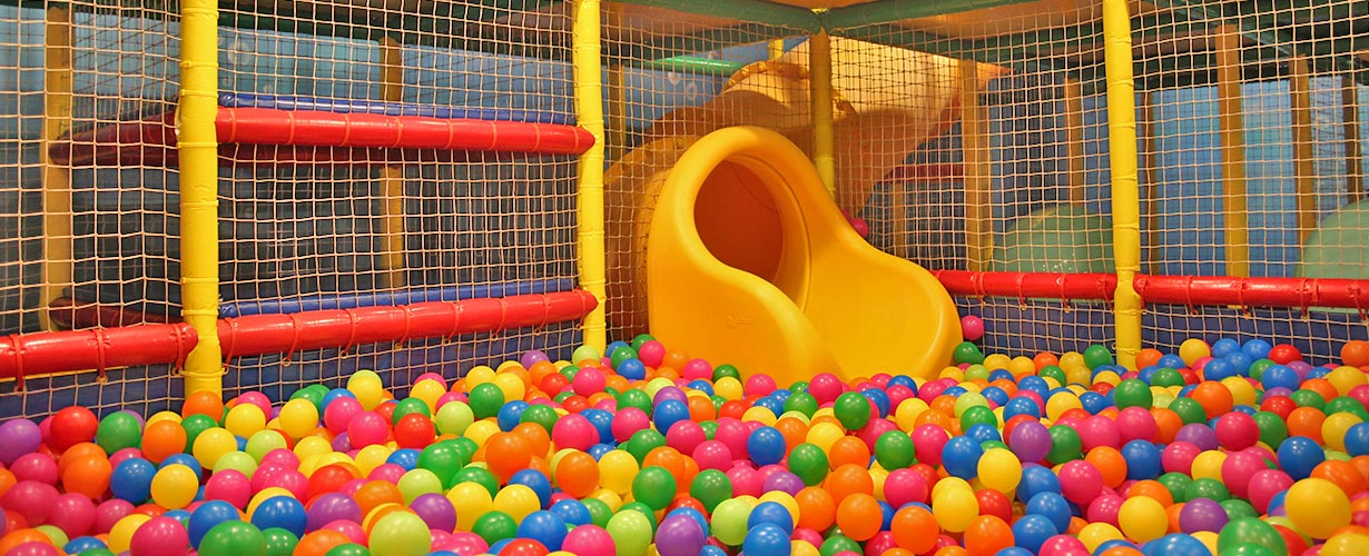 juegos infantiles piscina de pelotas