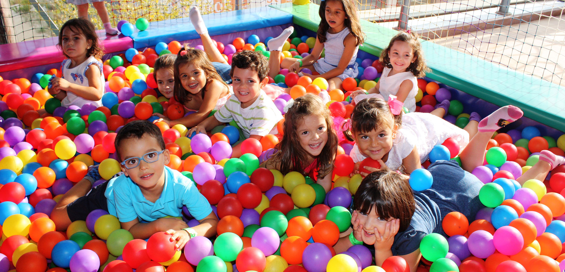 10 beneficios de los parques de bolas en niños