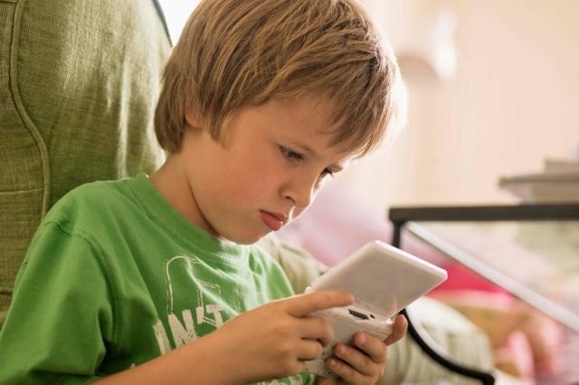 10 consejos para desenganchar a tu hijo de la consola