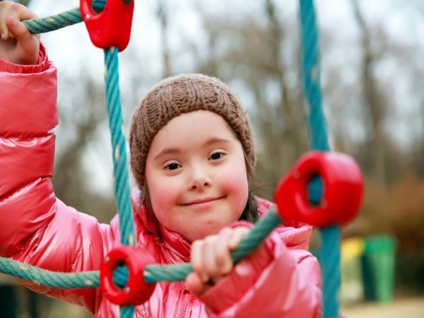 Cómo de útiles son los parques infantiles para niños con Síndrome de Down